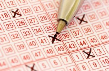 Ar verta pirkti loterijos bilietus?